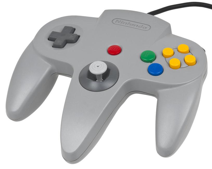 Przy projektowaniu kontrolera do konsoli Nintendo 64 twórców trochę poniosła fantazja /materiały źródłowe