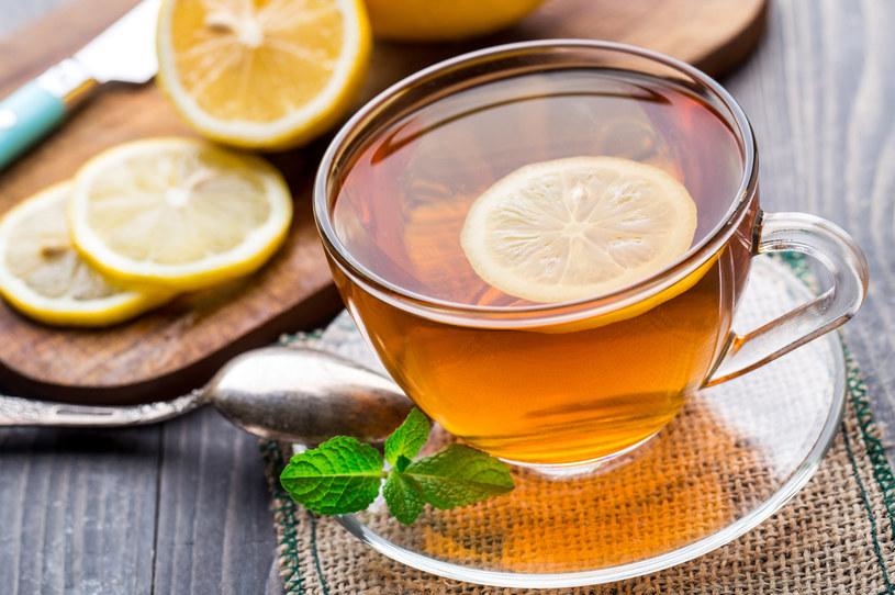 Przy refluksie lepiej zrezygnować z herbaty /123RF/PICSEL