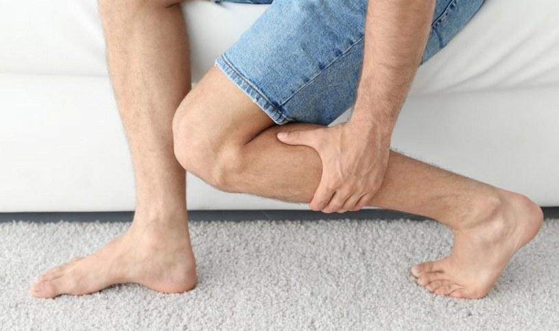 Przy skurczach mięśni pomagają masaże /123RF/PICSEL