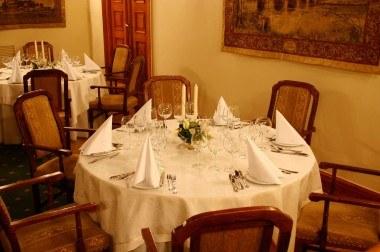 Przy tych stołach zasiedli goście z różnych stron świata, fot. Wierzynek /Archiwum