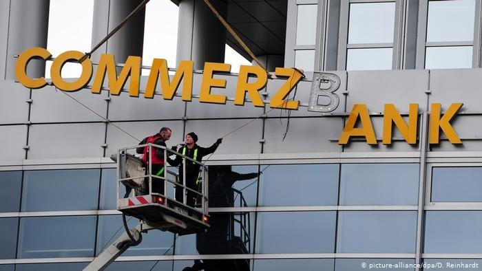 Przy tylko jednej ofercie zakupu polskiego mBanku, jego niemiecki właściciel może mieć problem - pisze FAZ /Deutsche Welle