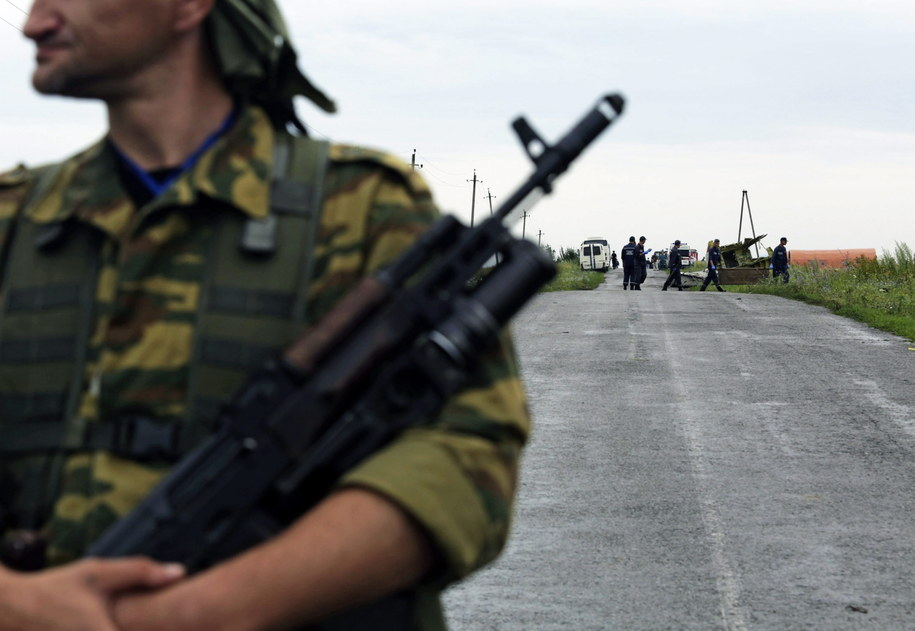 Przy wraku cały czas są uzbrojeni rebelianci /ANASTASIA VLASOVA /PAP/EPA