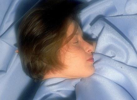 Przy wyższej temperaturze łatwiej jest zasnąć