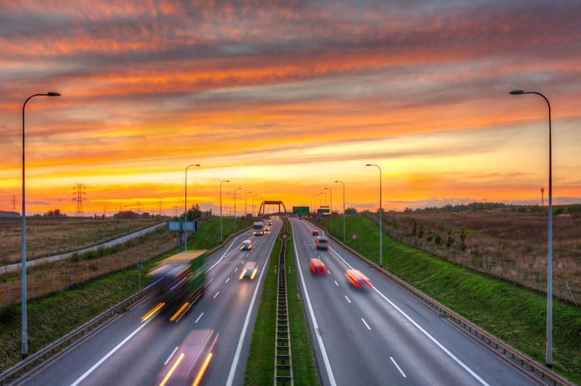 Przybędzie ponad 130 km nowych szybkich i bezpiecznych dróg /123RF/PICSEL