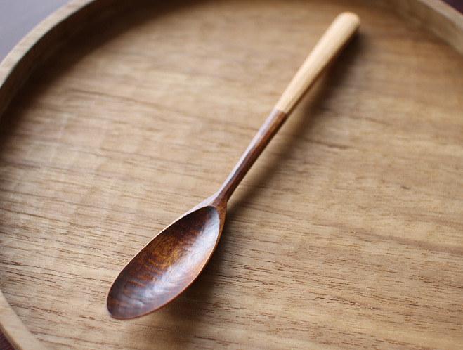 przybory kuchenne z drewna /© Photogenica