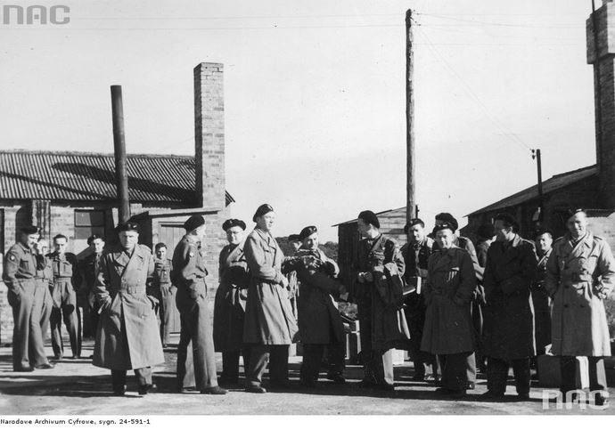 Przybycie nowych żołnierzy 2 Warszawskiej Dywizji Pancernej do obozu Polskiego Korpusu Przysposobienia i Rozmieszczenia w Ayr /Ze zbiorów Narodowego Archiwum Cyfrowego