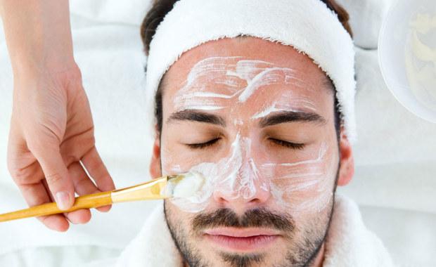 Przychodzi facet do kosmetologa …