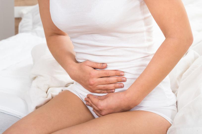 Przyczyną bólu podbrzusza bywają choroby jelit /123RF/PICSEL