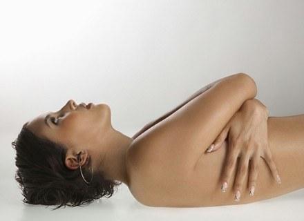 Przyczyną bulimii bywa brak akceptacji własnego ciała. /ThetaXstock