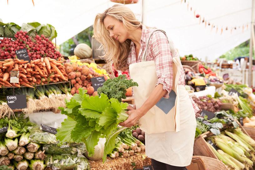 Przyczyną kłopotów możne być błonnik zawarty w owocach /Picsel /123RF/PICSEL