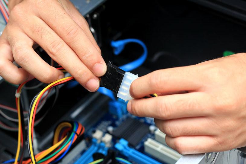 Przyczyną mogą być kable /123RF/PICSEL