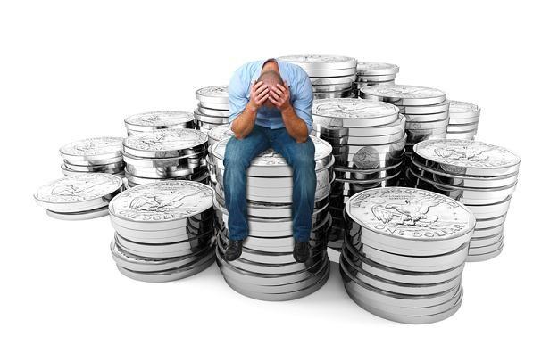 Przyczyną skoku na kasę OFE jest załamanie sektora finansów publicznych /© Panthermedia