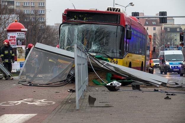 Przyczyną tego wypadku było zasłabnięcie kierowcy /PAP