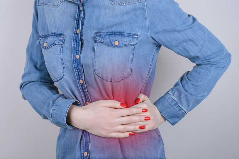 Przyczyny bólu brzucha z lewej strony /©123RF/PICSEL