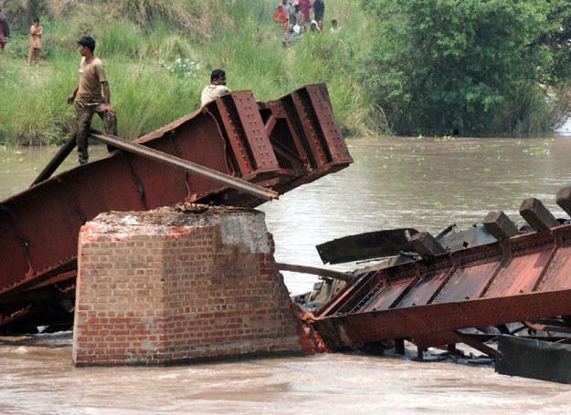 Przyczyny zawalenia się mostu nadal są nieznane /Dis Pak  /AFP