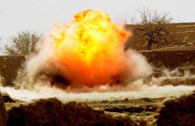 Przydrożne bomby-pułapki są największym zagrożeniem dla wojsk koalicyjnych w Afganistanie /AFP