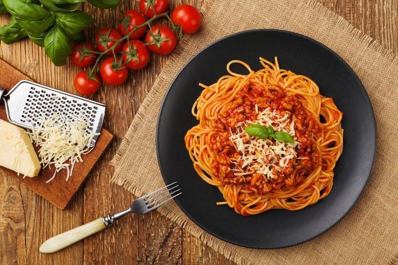 Przygodę z włoską kuchnią zacznij od sztandarowego spaghetti /Fotolia.com