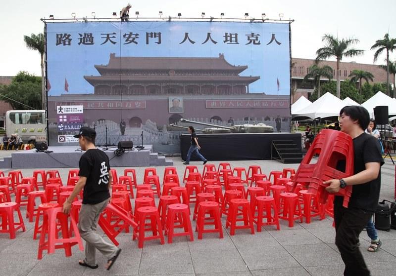Przygotowania do obchodów masakry na placu Tiananmen /DAVID CHANG  /PAP