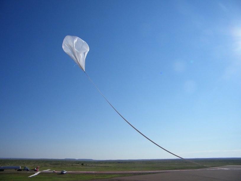Przygotowania do startu balonu Big 60 /NASA