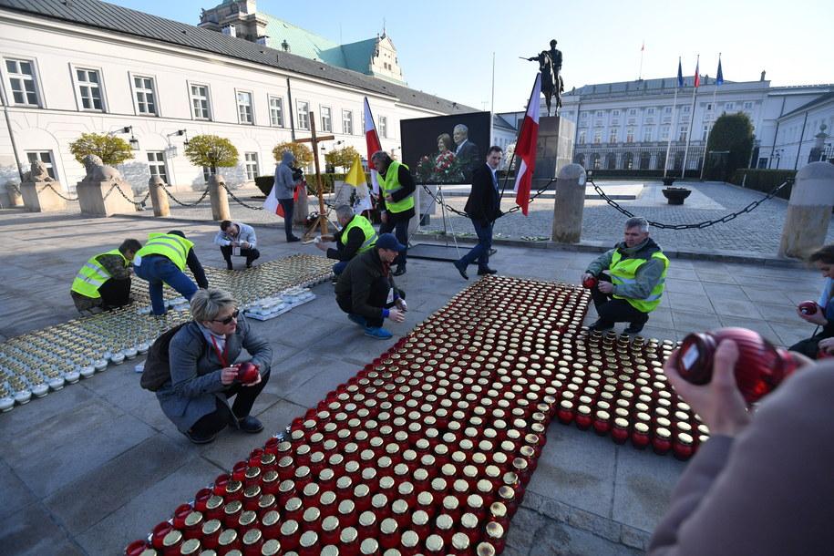 Przygotowania do uroczystości przed Pałacem Prezydenckim /Bartłomiej Zborowski /PAP