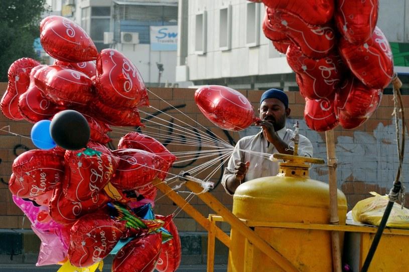 Przygotowania do Walentynek, zdj. ilustracyjne /RIZWAN TABASSUM /AFP