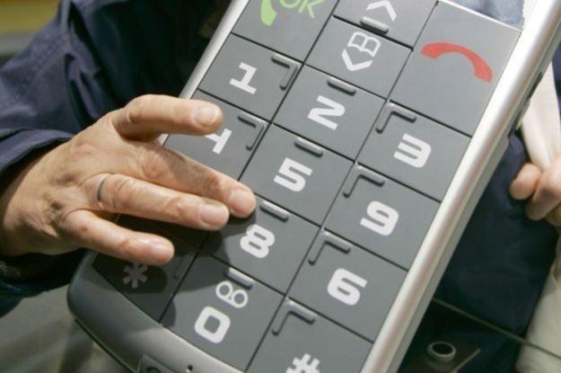 Przygotowania do wprowadzenia mobilnych płatności ruszyły w sześciu bankach /AFP