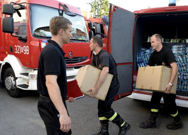 Przygotowania do wyjazdu strażaków /Darek Delmanowicz /PAP