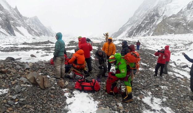 Przygotowania do wylotu ekipy ratunkowej z bazy pod K2 na pomoc uwięzionym na Nanga Parbat Tomaszowi Mackiewiczowi i Elisabeth Revol /Narodowa Zimowa Wyprawa na K2 /PAP