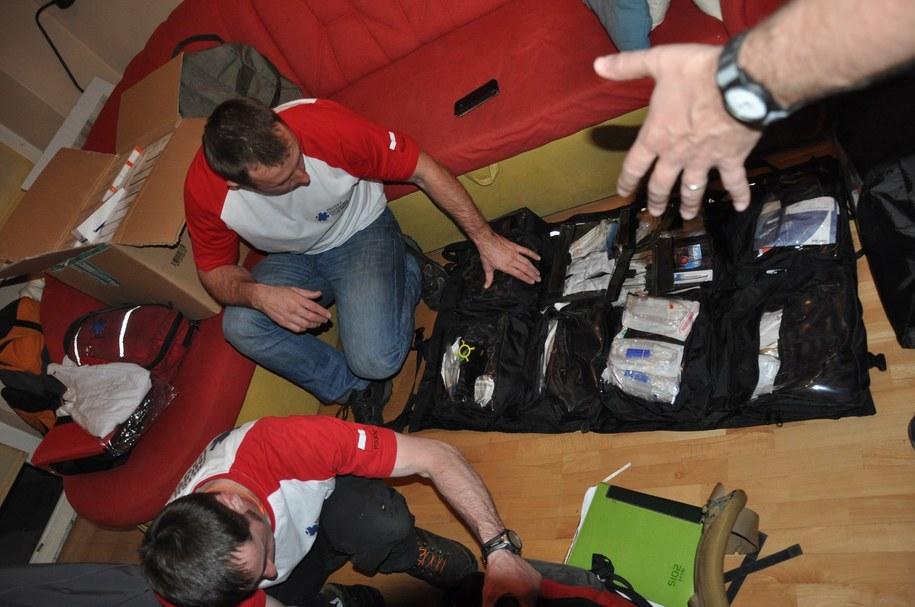 Przygotowania do wyprawy ratowników z Polskiego Centum Pomocy Miedzynarodowej /Grzegorz Kwolek /RMF FM