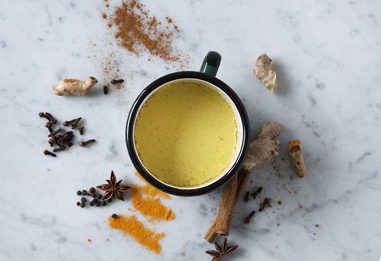 przygotowanie latte /© Photogenica