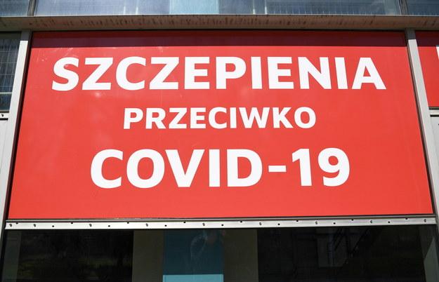Przygotowany do uruchomienia punkt szczepień masowych w Regionalnym Centrum Widowiskowo-Sportowym im. Jana Strzelczyka w Rzeszowie /Darek Delmanowicz /PAP