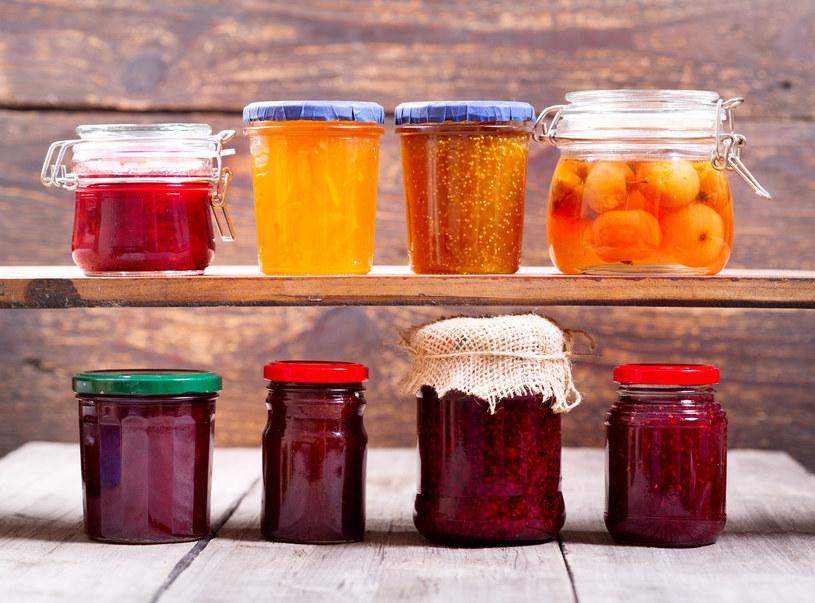 Przygotowując domowe weki, możesz wybrać warzywa i owoce z upraw ekologicznych, prowadzonych bez użycia szkodliwych nawozów sztucznych /123RF/PICSEL