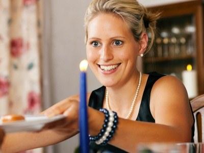 Przygotowując kolację własnoręcznie, jesteśmy w stanie zmniejszyć kaloryczność większości potraw  /© Panthermedia