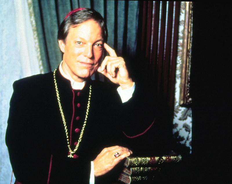 Przygotowując się do roli księdza Richard Chamberlain spędził trzy dni w jezuickim nowicjacie. Na planie konsultował się z ks. Terrance'em Sweeney'em. /AKPA