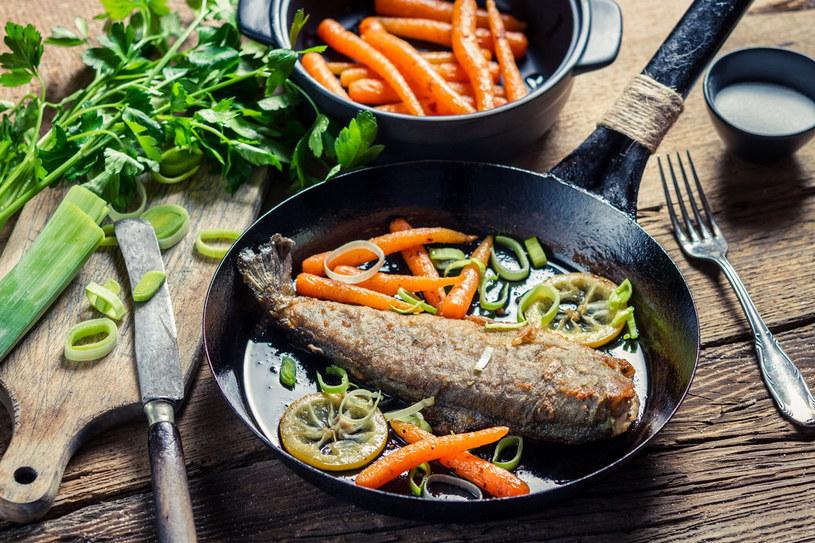 Przygotowywanie dań na patelni to najszybszy sposób na aromatyczny obiad /123RF/PICSEL
