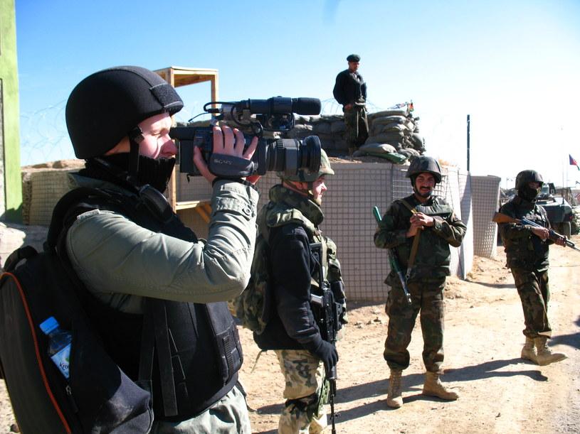 Przygotowywanie relacji ze strefy konfliktu /Archiwum prywatne Anny Wojtachy /