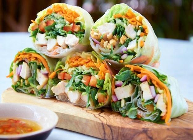 Przygotuj sajgonki ze swoimi ulubionymi warzywami /123RF/PICSEL
