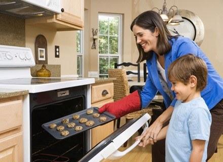 Przygotujcie razem wspaniały deser dla całej rodziny /ThetaXstock