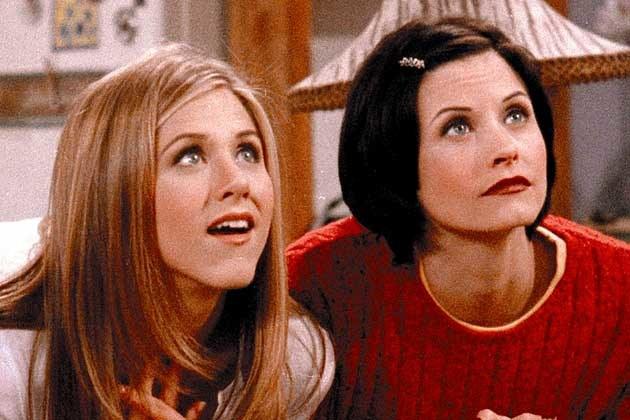 """""""Przyjaciele"""" Rachel i Monica – przyjaciółki z liceum, których drogi po latach na nowo się krzyżują /materiały prasowe"""