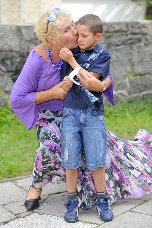 - Przyjaźnię się z moją serialową babcią, panią Teresą Lipowską. Bardzo ją kocham, a ona mnie! mówi Krystian Domagała. /Kurnikowski /AKPA