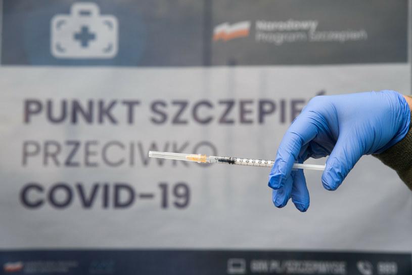 Przyjęcie dwóch szczepionek jest bezpieczne. Wytyczne ekspertów są w tej kwestii klarowne /Wojciech Strozyk/REPORTER /East News