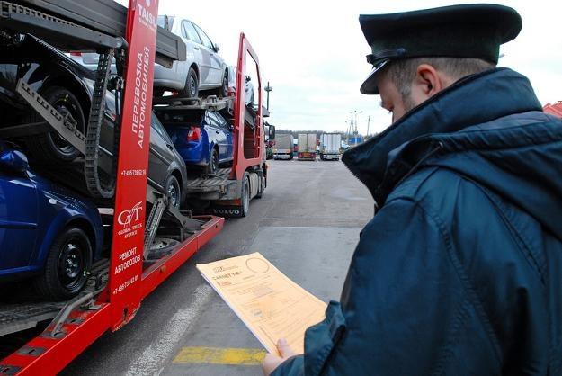 Przyjęcie unijnych reguł zniesie konieczność długotrwałych badań aut... Fot. Michał  Kość /Reporter