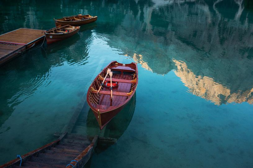 Przyjezdni mogą wypożyczyć  kajaki i łódki. To bardzo popularna atrakcja /123RF/PICSEL