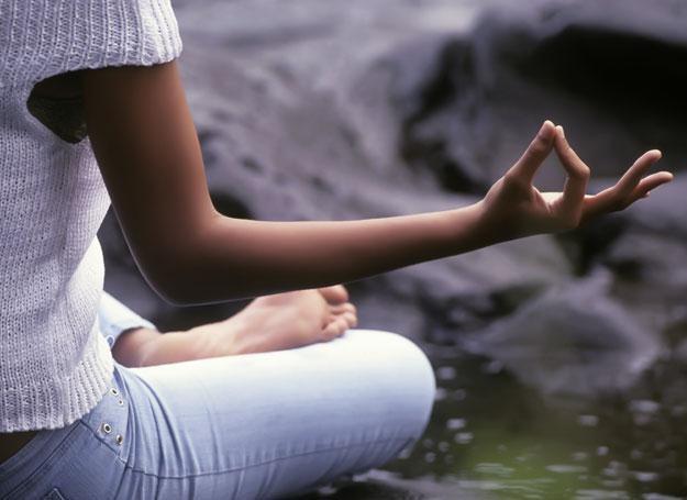 """""""Przyjmij jedną z pozycji medytacyjnych, zamknij oczy..."""" /© Panthermedia"""