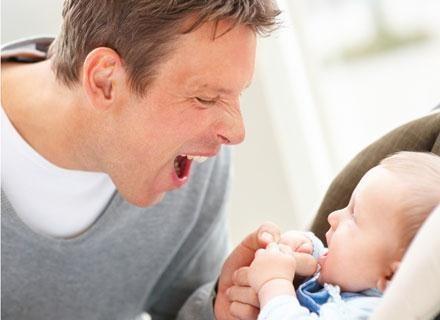 Przyjście na świat dziecka to nie tylko wielka radość dla taty /© Panthermedia