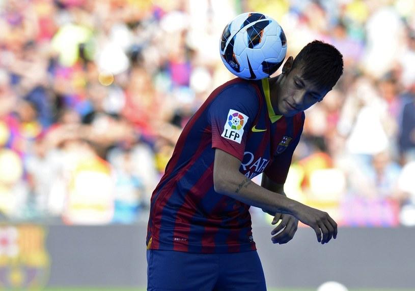 Przyjście Neymara do Barcelony może skazać Pedro na ławkę rezerwowych /AFP