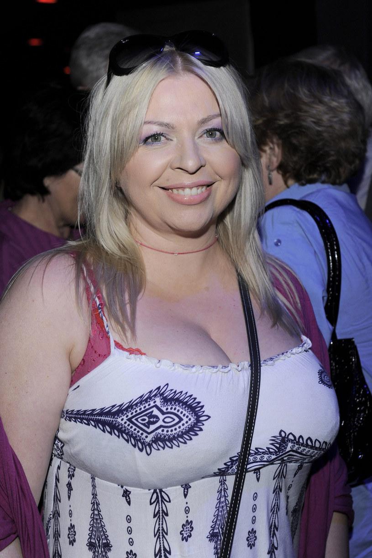 """Przykład Violetty Arlak pokazuje, że na metamorfozę nigdy nie jest za późno. Znana przede wszystkim z serialu """"Ranczo"""", 52-letnia aktorka wygląda dziś zdecydowanie lepiej niż przed laty! /Tricolors /East News"""