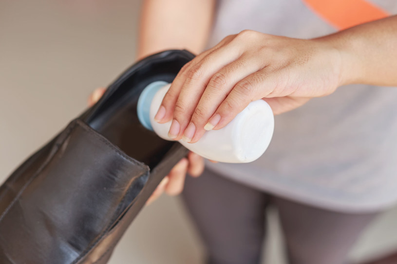 Przykry zapach z butów to twoja udręka? Pielęgnuj regularnie stopy /123/RF PICSEL