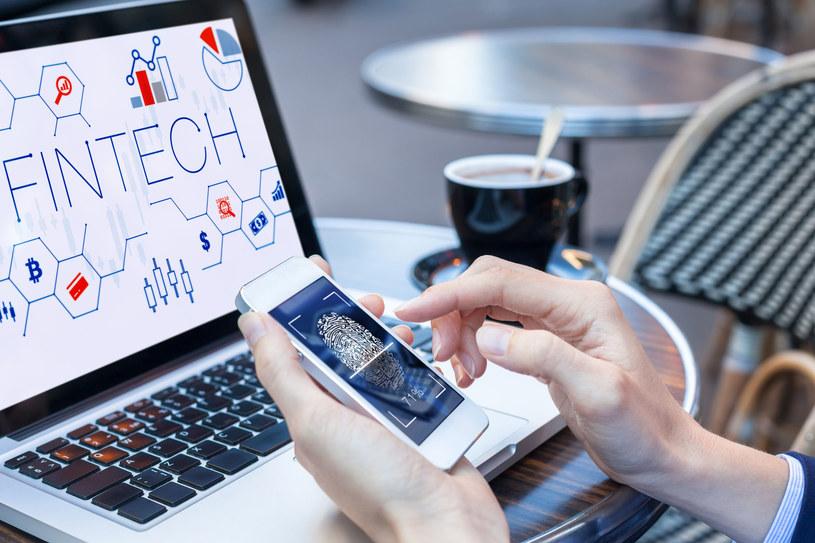 Przynajmniej 30 proc. użytkowników w wieku do 24 lat stosuje odcisk palca jako hasło dostępu do swojego urządzenia /interia /123RF/PICSEL