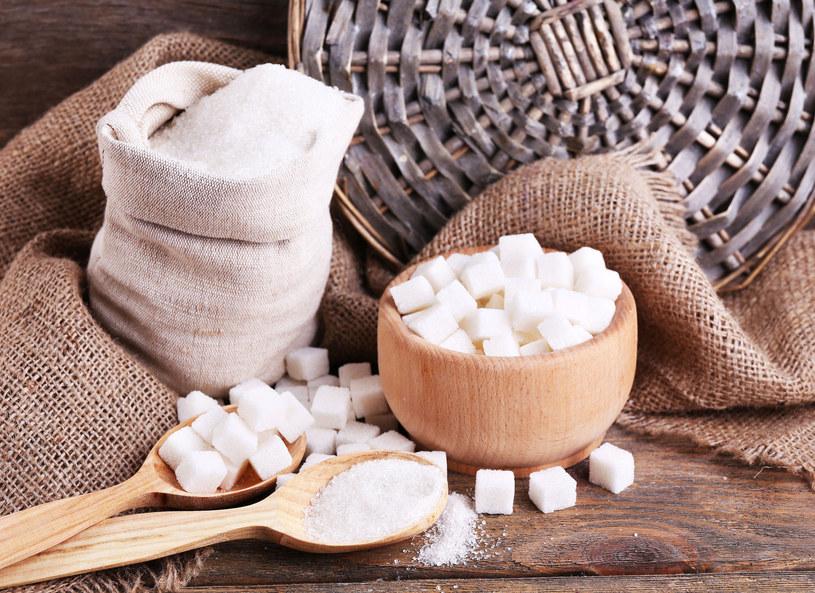Przynajmniej o połowę należy ograniczyć codzienne spożycie cukru /Picsel /123RF/PICSEL